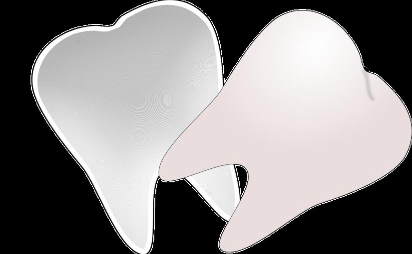 Przepiękne nienaganne zęby również niesamowity prześliczny uśmiech to powód do płenego uśmiechu.